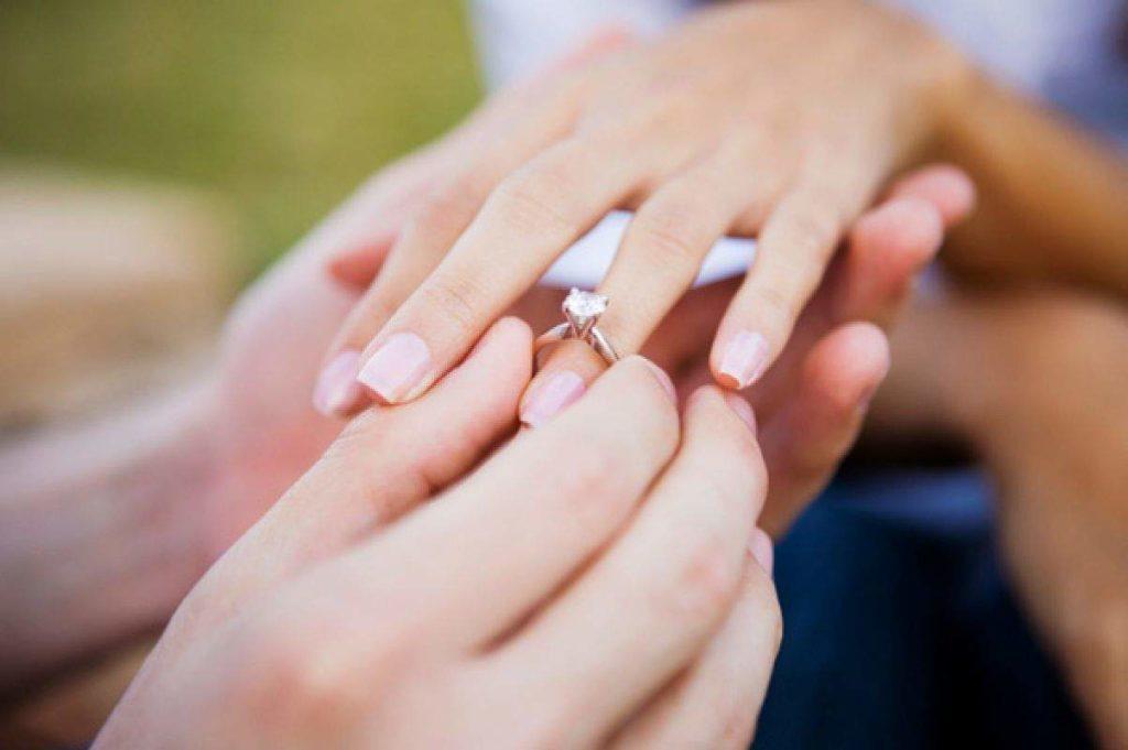 ești cerută în căsătorie