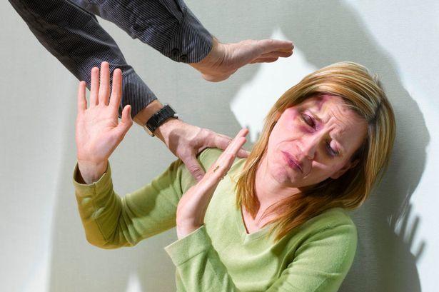 Cum să procedezi când tatăl o bate pe mama