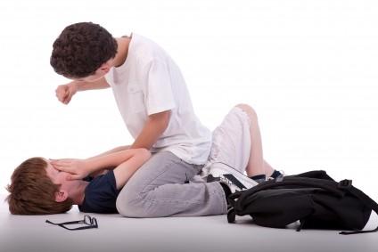 De ce adolescenţii au devenit agresivi?