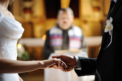 Является ли необходимым сочетание в церкви при повторном браке?