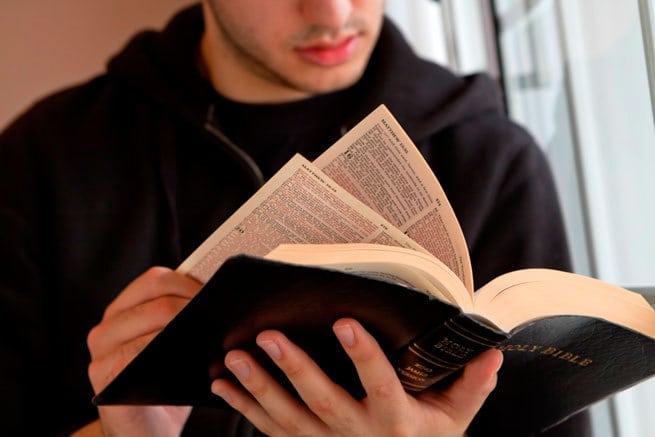 Почему канонические и апокрифические книги отличаются у православных, католиков и протестантов?