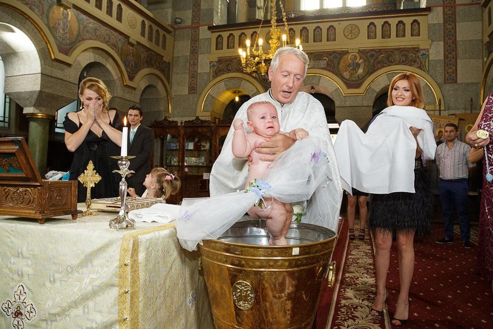 Ce spune Biblia despre naşii de botez?