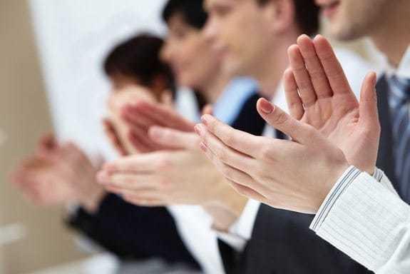 Разрешены ли аплодисменты в церкви и за ее пределами?