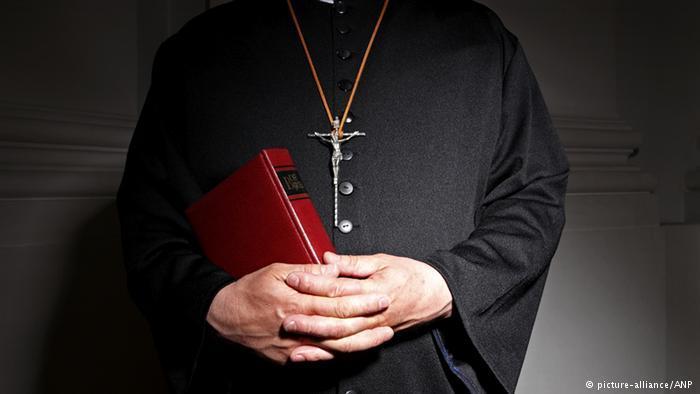 Este preoţia netrecătoare a Domnului Isus una care trece de la unul la altul?