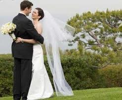 Vedeţi în acest articol despre rolul căsătoriei civile şi celei religioase.