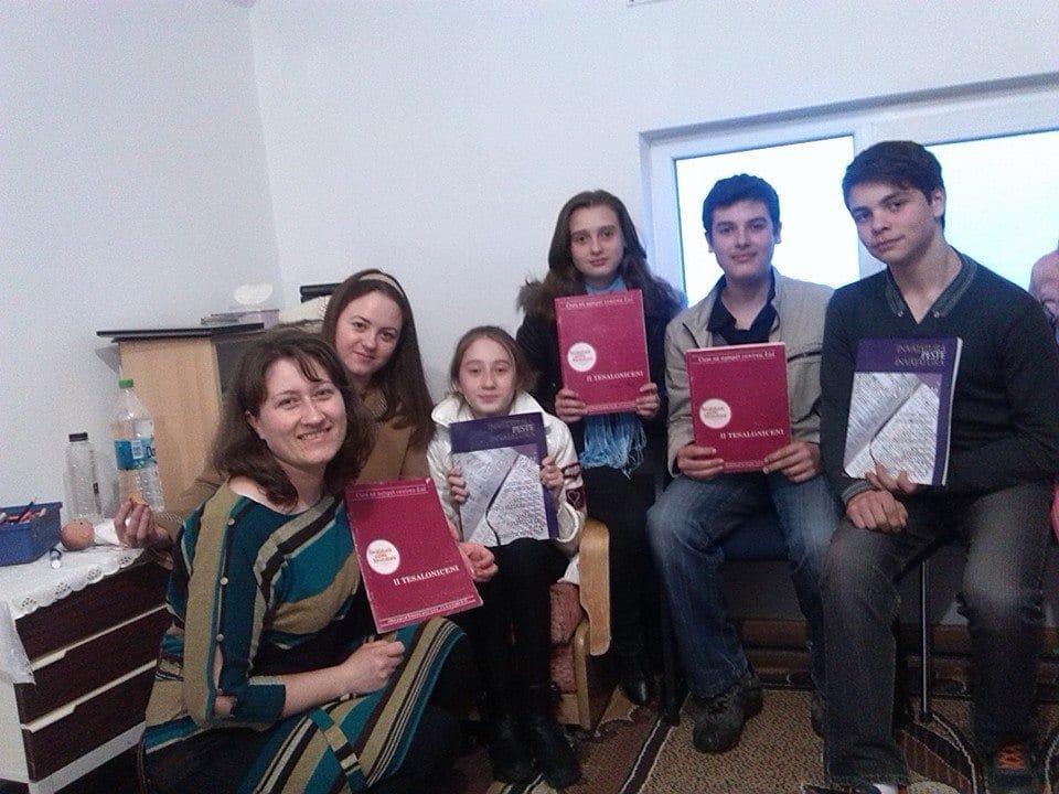 Studiu biblic și engleza în fiecare luni la 17:00 la Dănceni