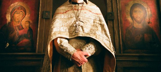 Что следует делать священникам, чтобы вернуть людям веру в Бога?