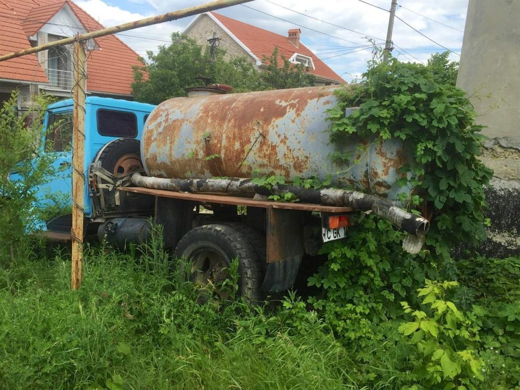 Camion ruginit