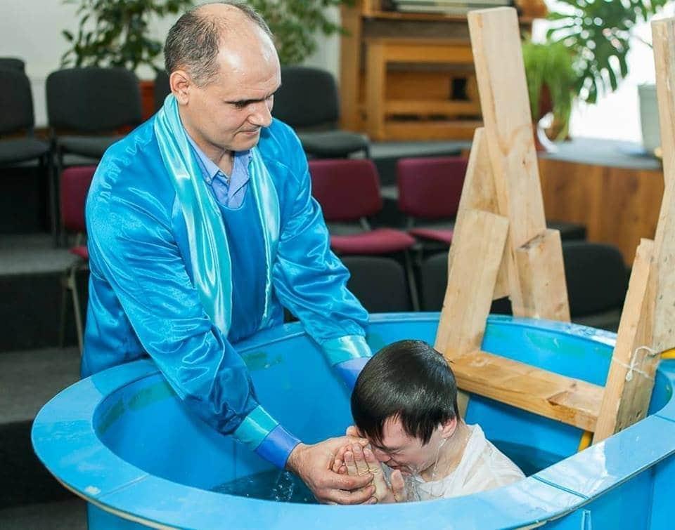 a intra în legământ prin apa botezului