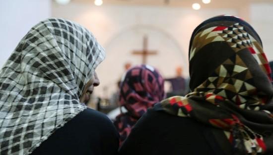 refugiați in biserică