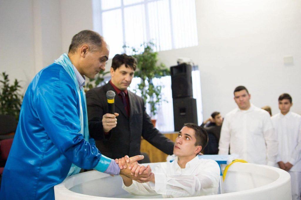крещение во имя Иисуса
