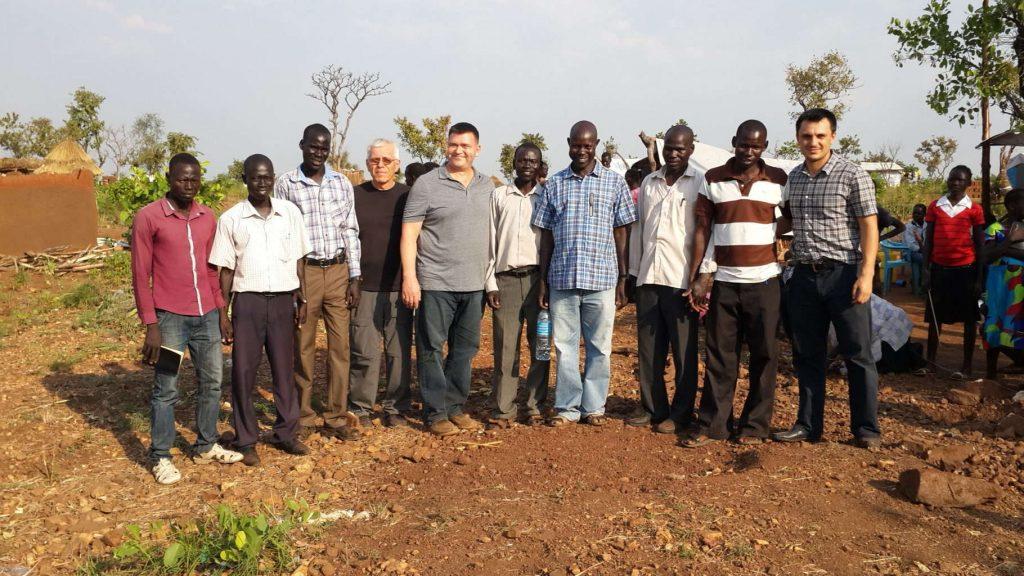 Echipa de misionari din Sudan și pastorii din Pagirinya