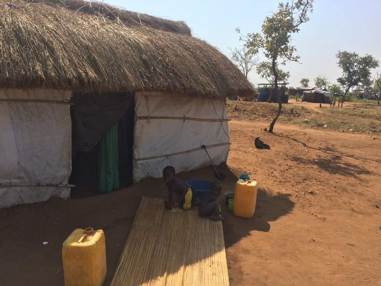 Copii din tabăra de refugiați Pagitinya