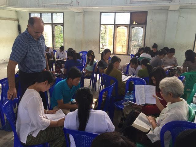 studiul biblic inductiv în Myanmar
