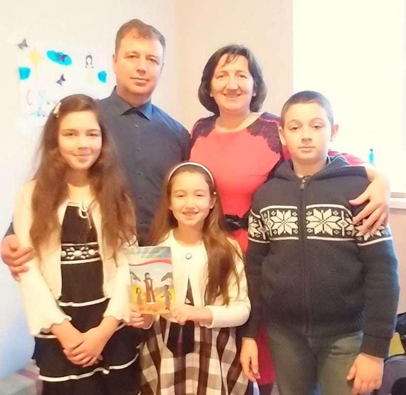 Ion și Snejana Diulgher cu copiii