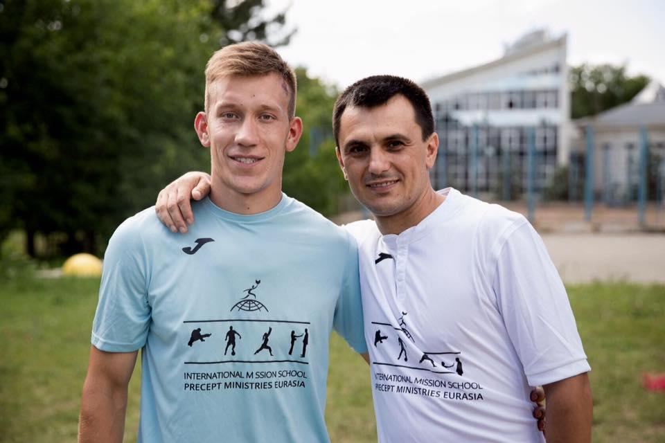 Antrenorul Radu Blendarencu cu sportivul Gheorghe Moldovan