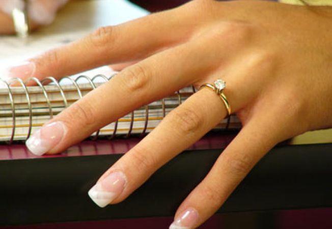 Care este semnificaţia inelelor de logodnă şi de cununie?