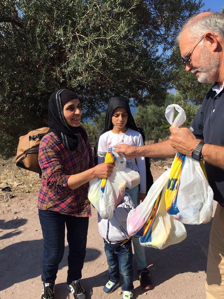 как помочь беженцем