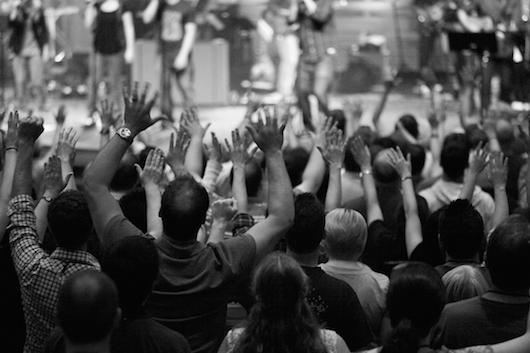 Închinarea LA CARISMATICI